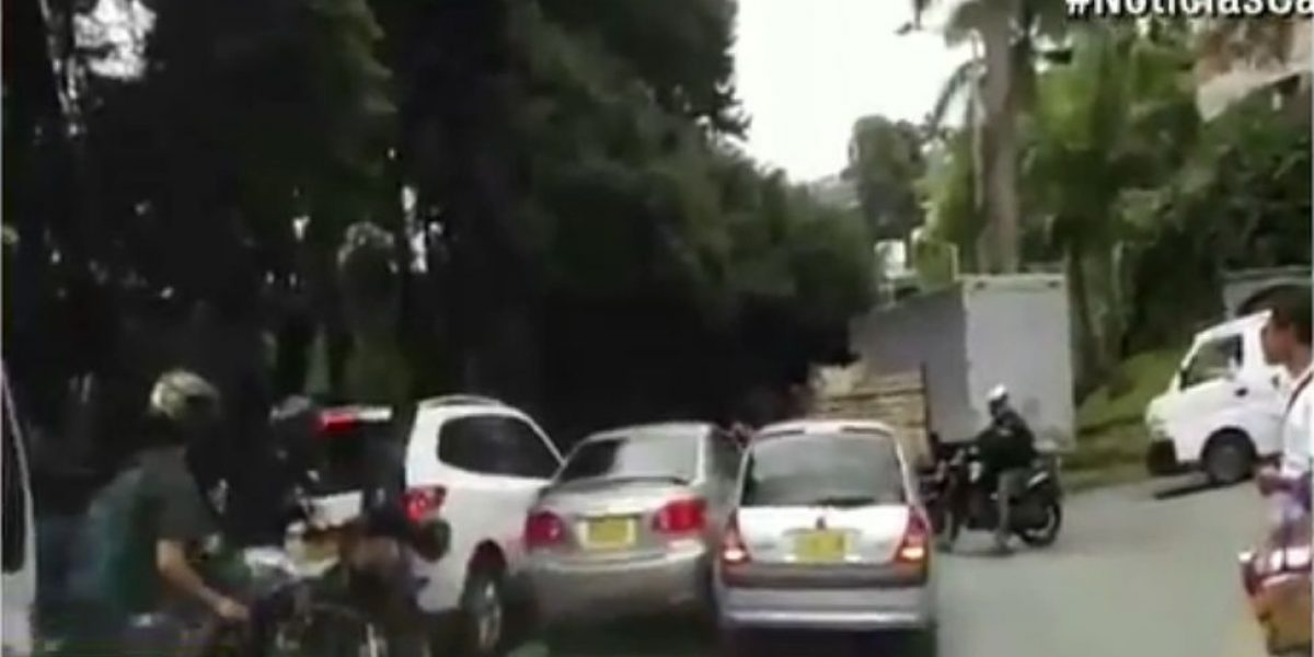 Conductor protagonizó tres choques y huyó de la escena
