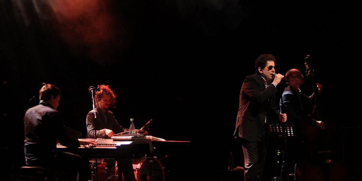 Calamaro presentó un show íntimo y elegante en Medellín