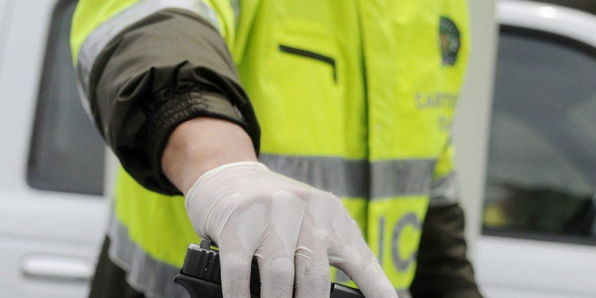 Policías y ladrones: capturan a estos uniformados cuando robaban una tienda