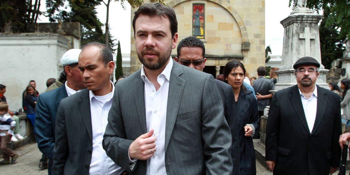 Carlos Fernando Galán le sacó los 'trapitos al sol' a Petro por Twitter