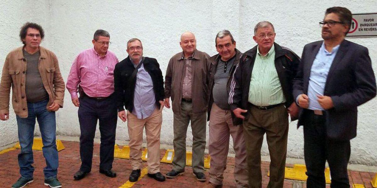 Líderes de las Farc llegan a Bogotá para tratar la implementación del acuerdo de paz