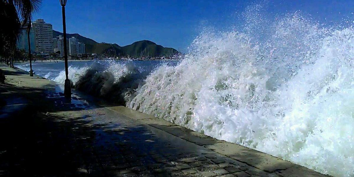 En fotos: mar de leva en costa colombiana por paso del huracán Otto