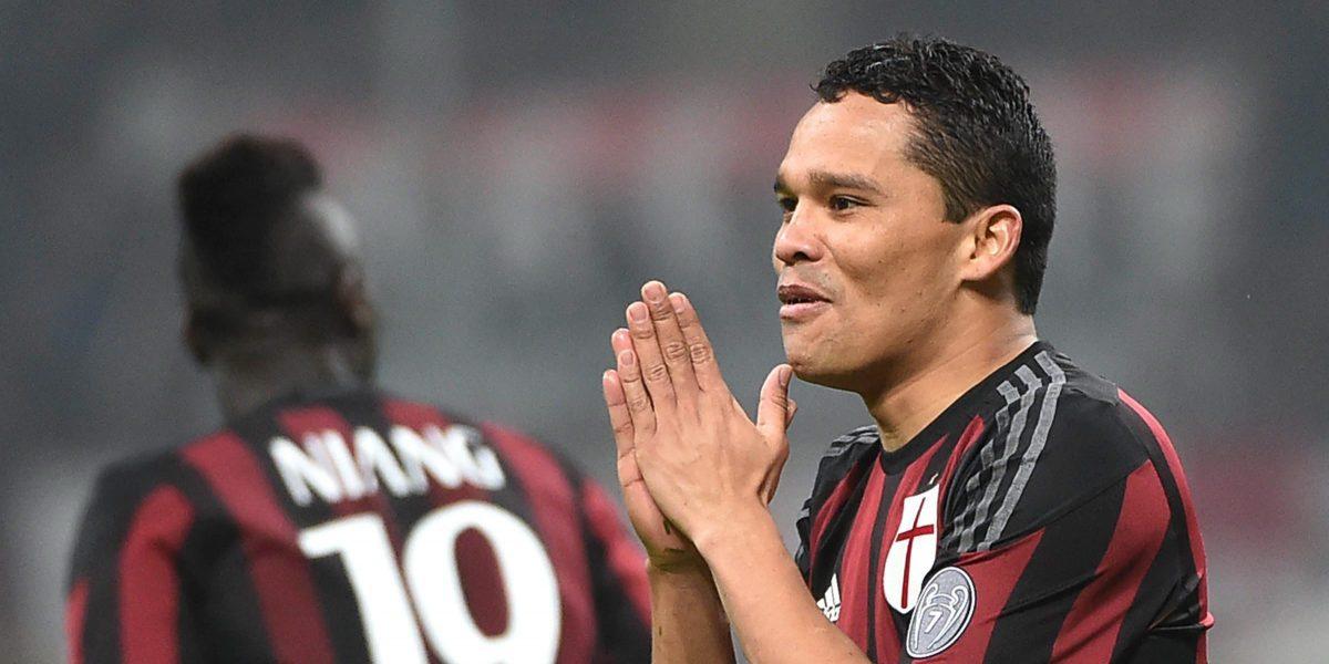 Milan confirma lesión de Carlos Bacca y preocupa su futuro inmediato