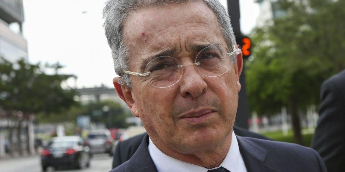 En carta, exparamilitar dice que Uribe ha cometido delitos de lesa humanidad