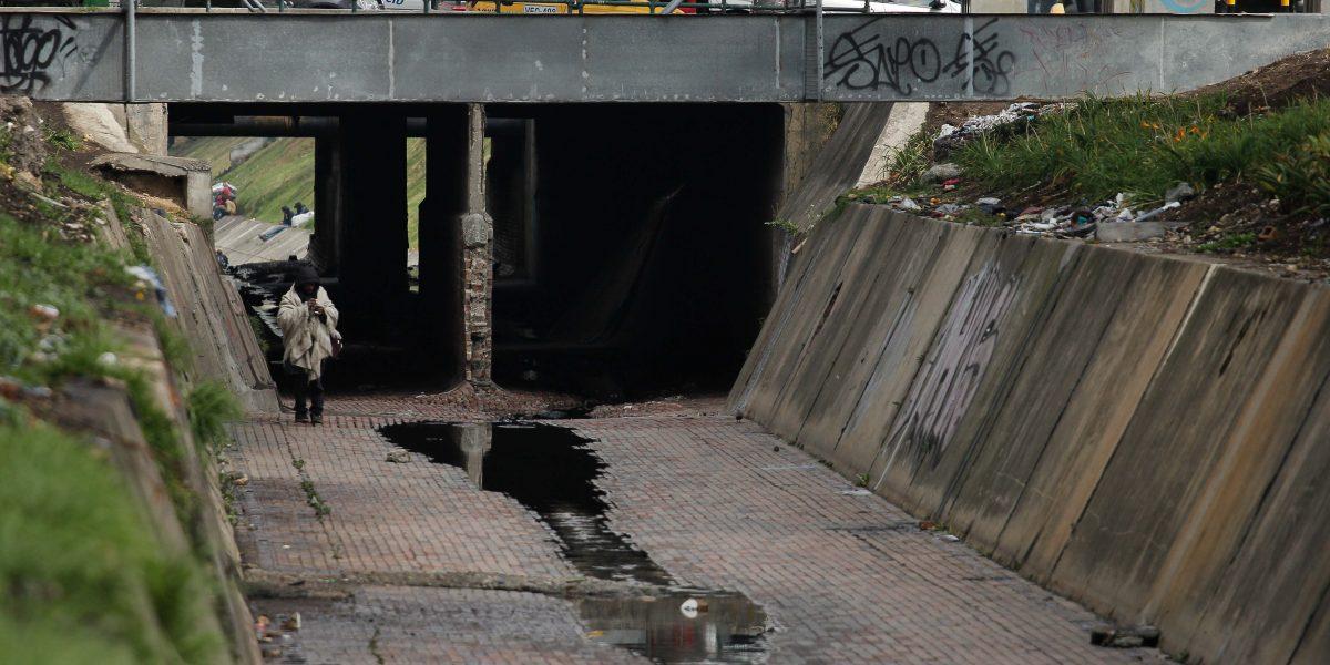 Salvan habitante de calle de morir ahogado en un caño del sur de Bogotá