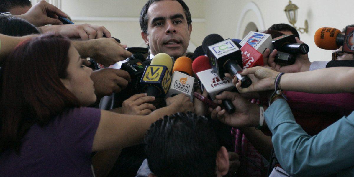 Fiscalía pide abrir investigación a Armando Benedetti