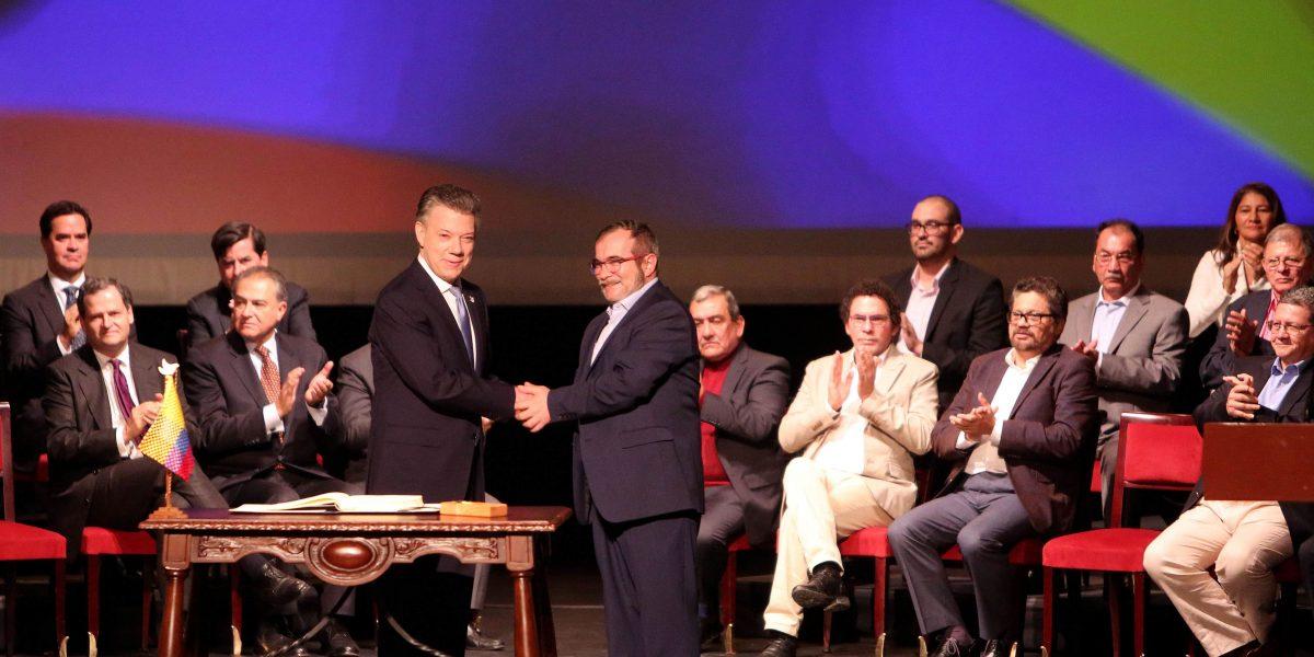 Con nuevo acuerdo firmado, Colombia empieza a construir días en paz