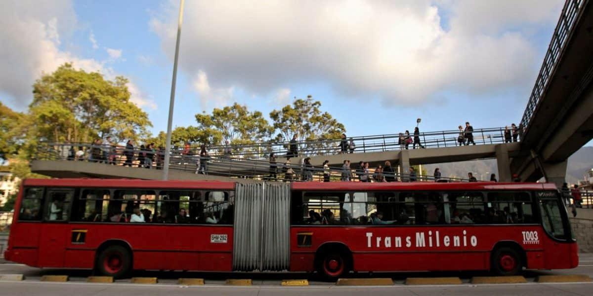 Dos hombres mueren atropellados por buses de TransMilenio