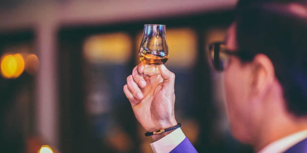 ¡No tiene que ser un experto! Pautas básicas para aprender a catar whisky