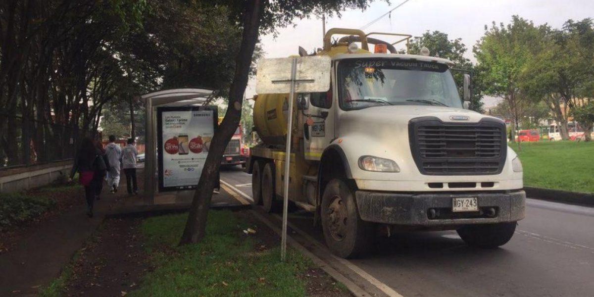 Denuncian que camiones invaden paraderos del SITP frente al Jardín Botánico