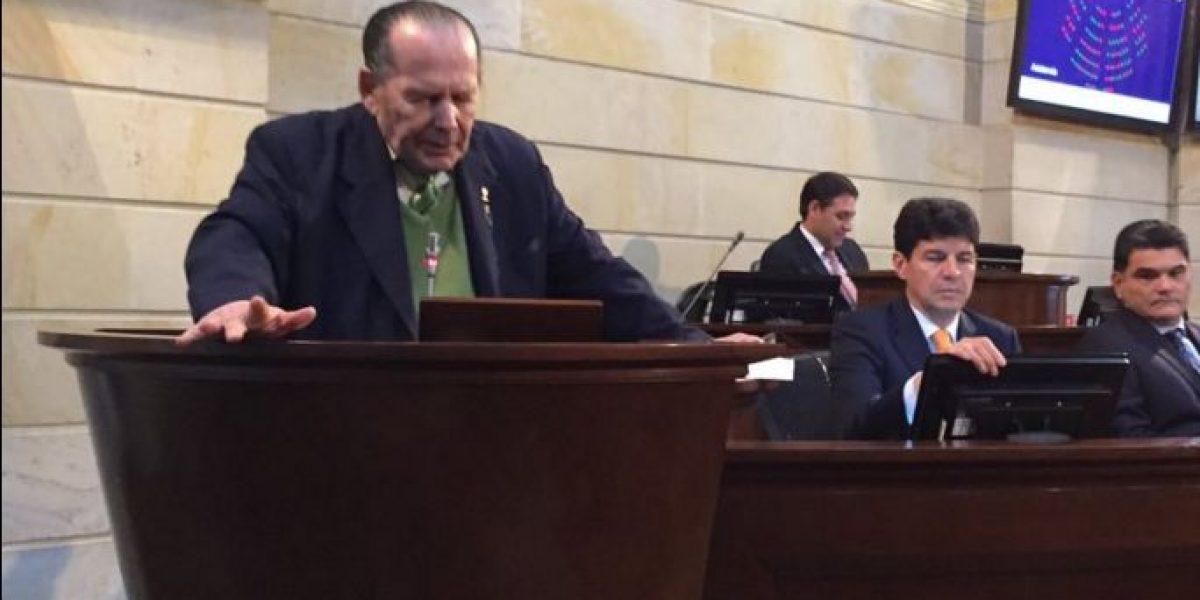 Mientras el Senado debatía refrendación de la paz, Gerlein… dormía