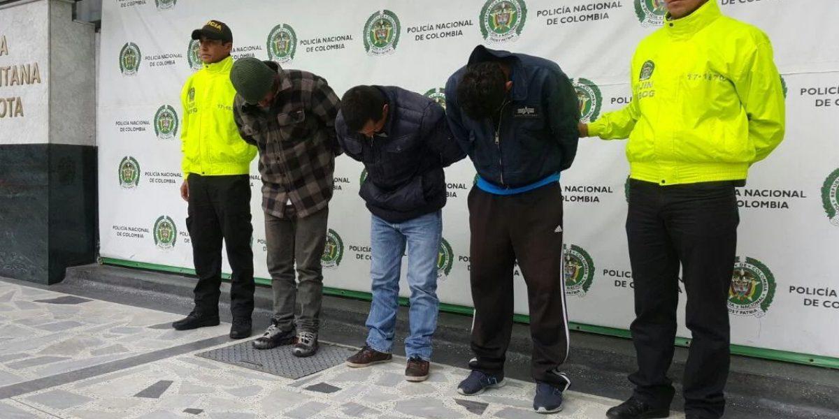 Capturan ladrones que se hacían pasar por limpiavidrios para robar casas