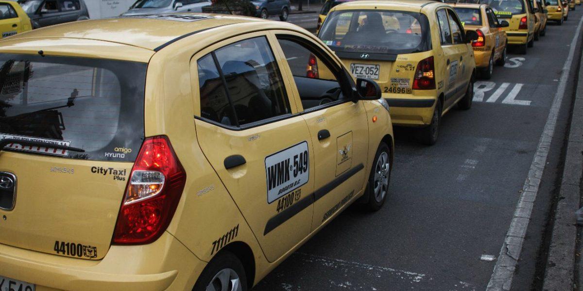 Proyecto de Ley busca proteger a los usuarios de taxis