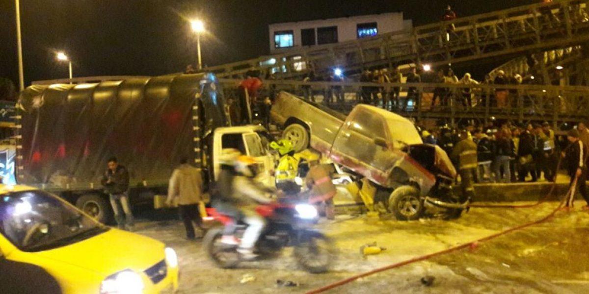 Cuatro personas heridas dejó choque entre tres vehículos en Bogotá