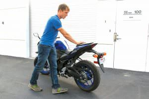 Aprenda a arrancar una moto empujada