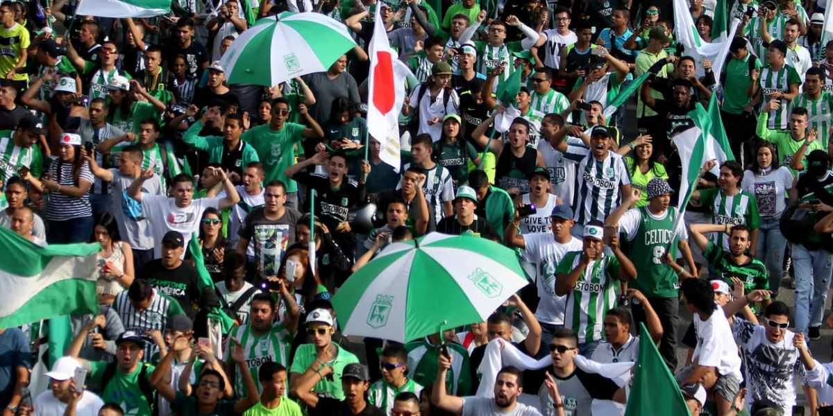 Hinchas de Nacional adornan a Japón de fiesta
