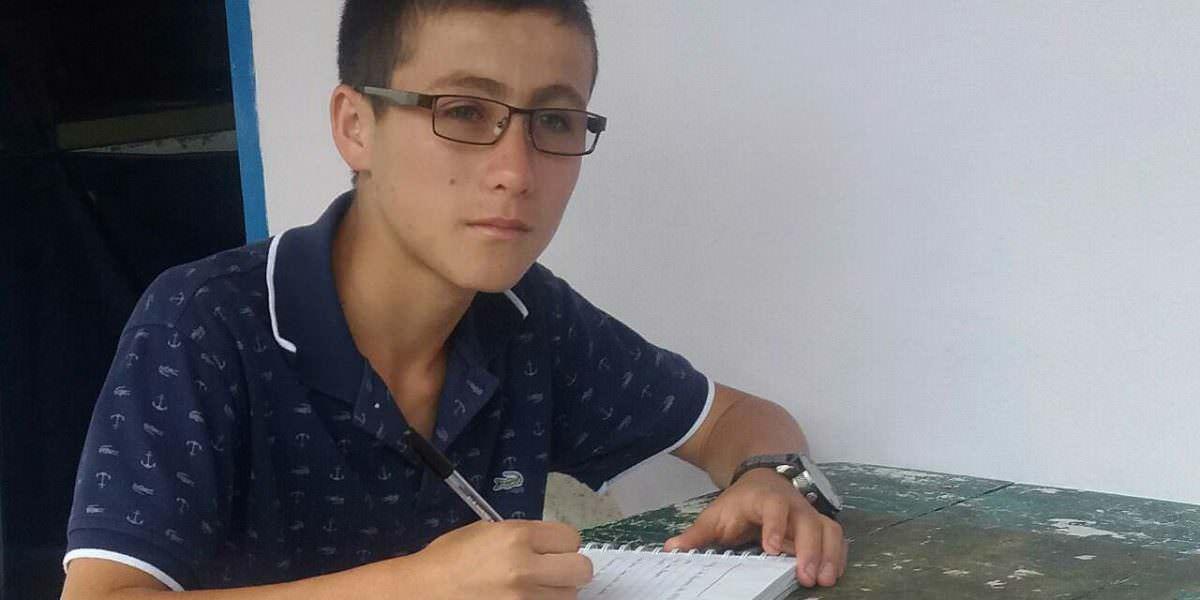 Niño que ayudó en la tragedia aérea reemplazaría al Gobernador de Antioquia en Brasil