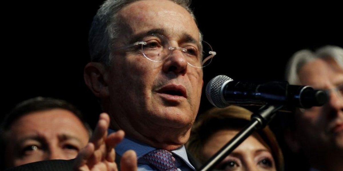 Álvaro Uribe habla sobre reunión con el Papa y Santos
