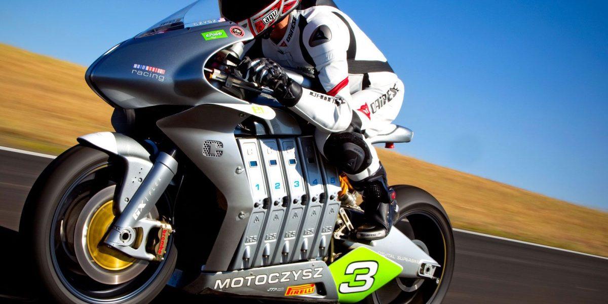 La postura ideal para manejar moto