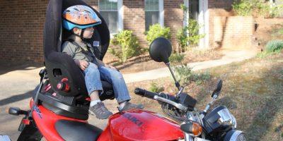 Consejos para llevar niños en moto como pasajeros