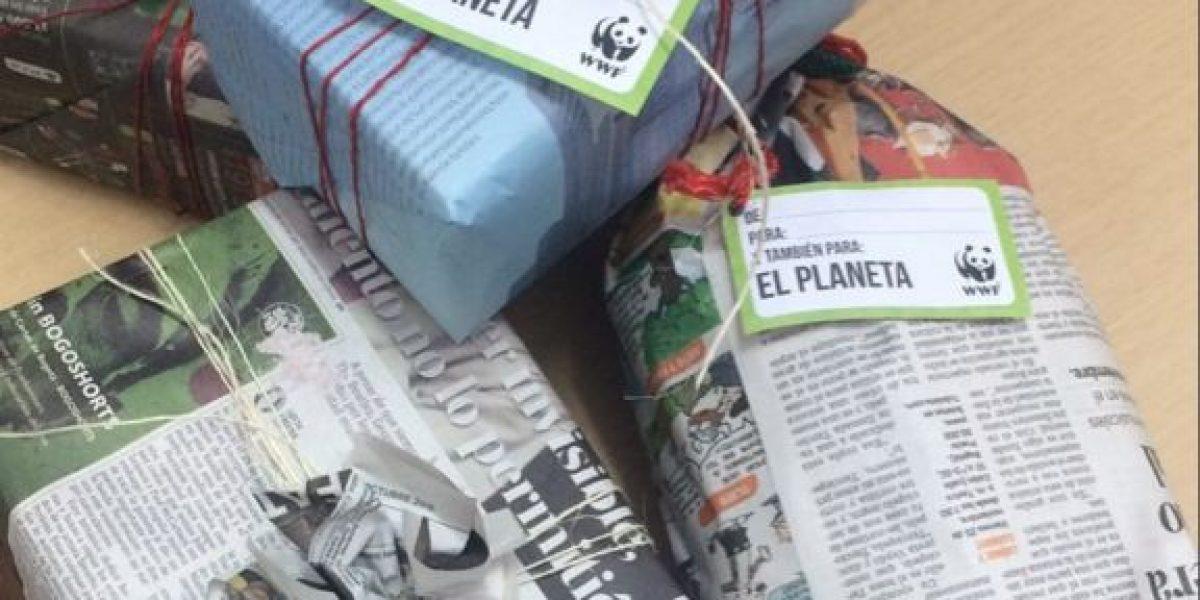 El papel periódico para envolver regalos: la propuesta ambientalista de moda