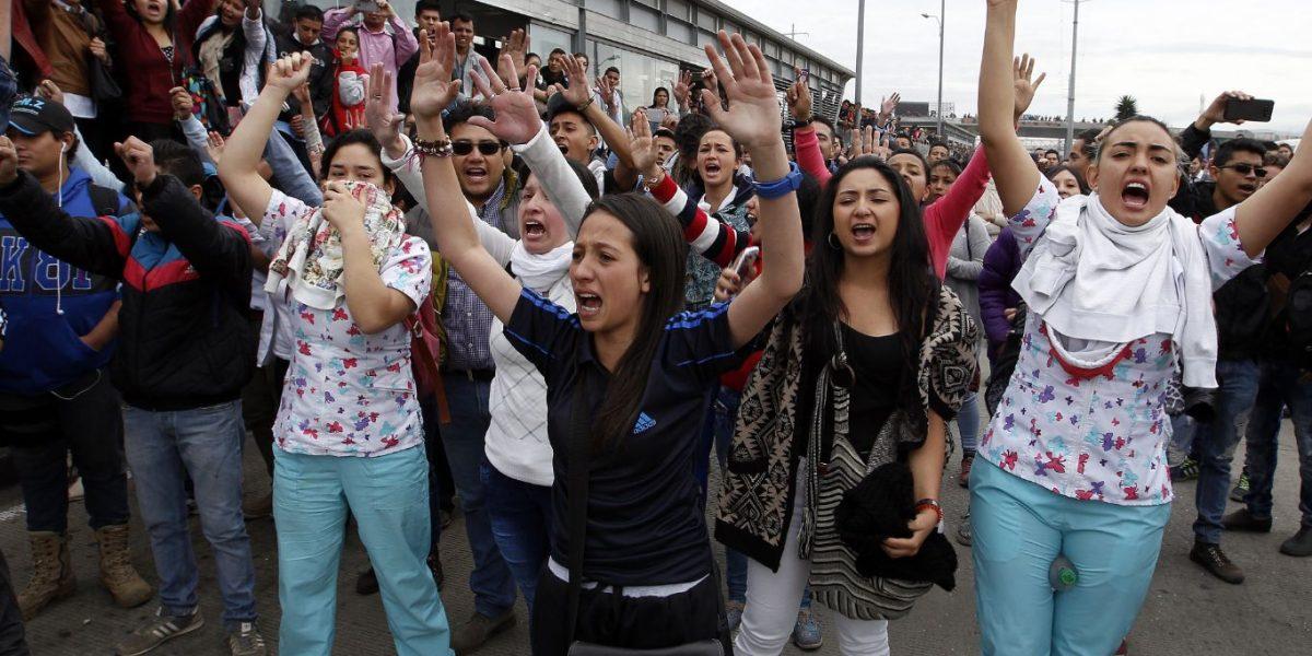 Protesta por la calle 26 afecta operación de TransMilenio