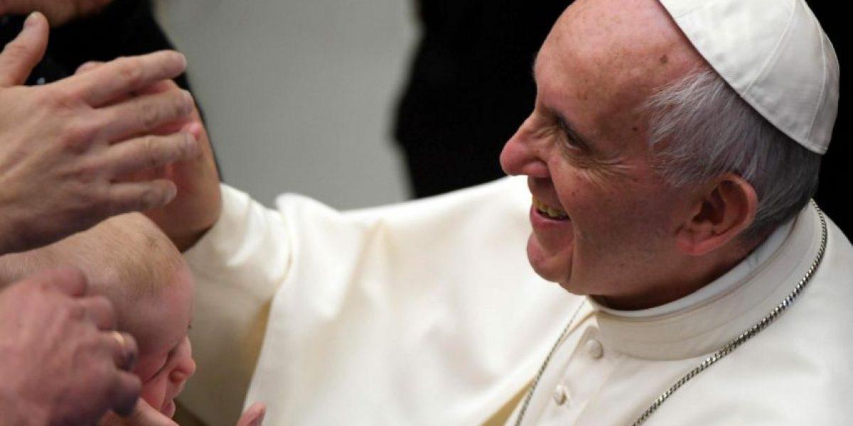 El papa Francisco visitó a Benedicto XVI para felicitarle la Navidad