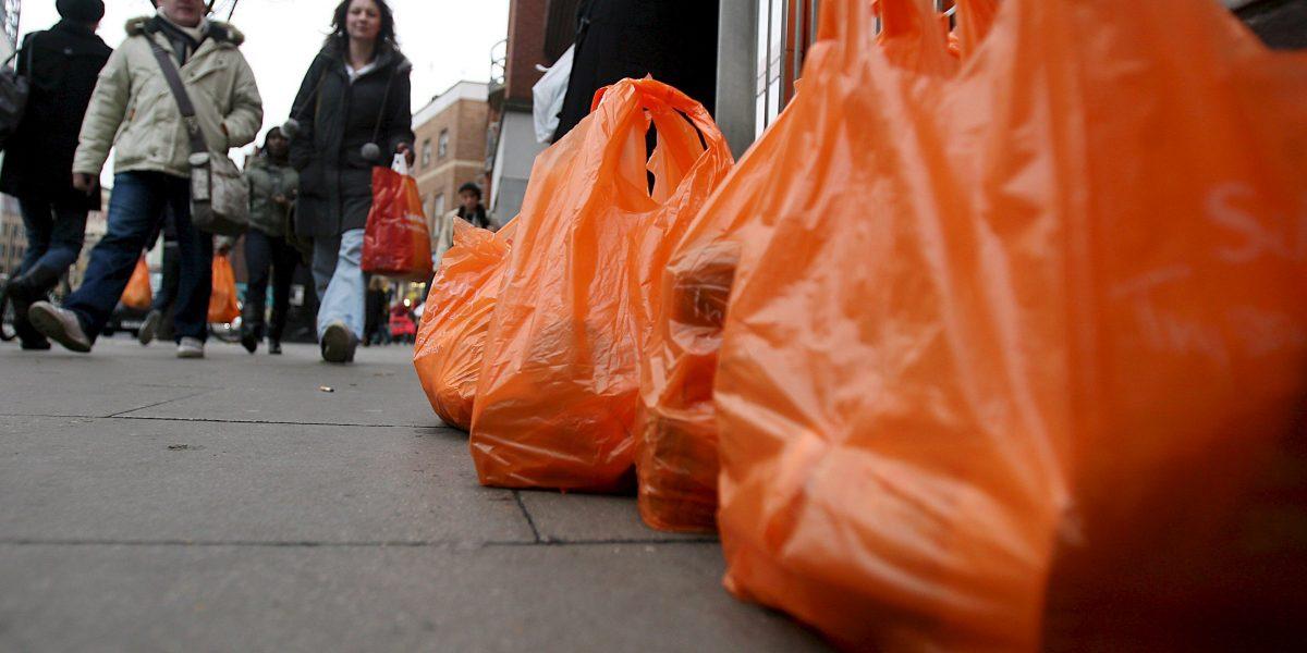 Supermercados dejarán de entregar bolsas plásticas pequeñas desde el 30 de diciembre