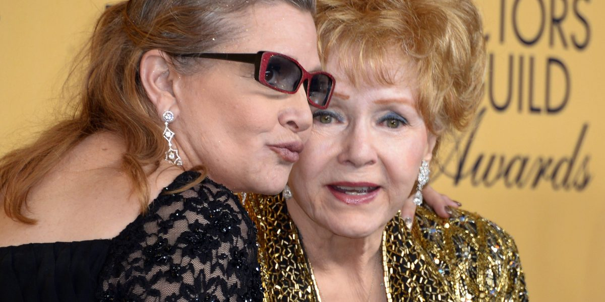 Madre de Carrie Fisher, Debbie Reynolds, murió un día después de su hija