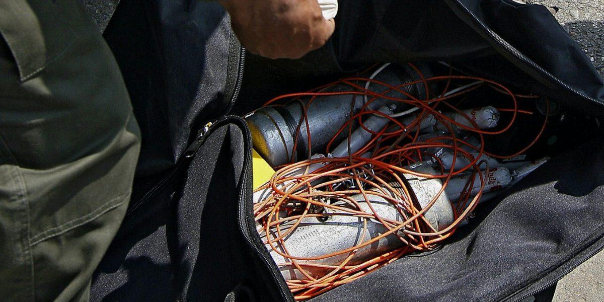Encuentran más explosivos cerca del lugar donde ocurrió el atentado a policías