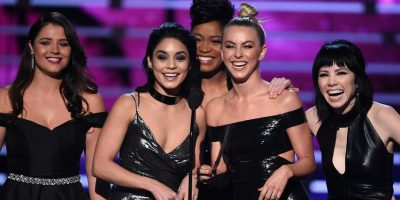 Los looks de los famosos en la alfombra roja — People's Choice Awards
