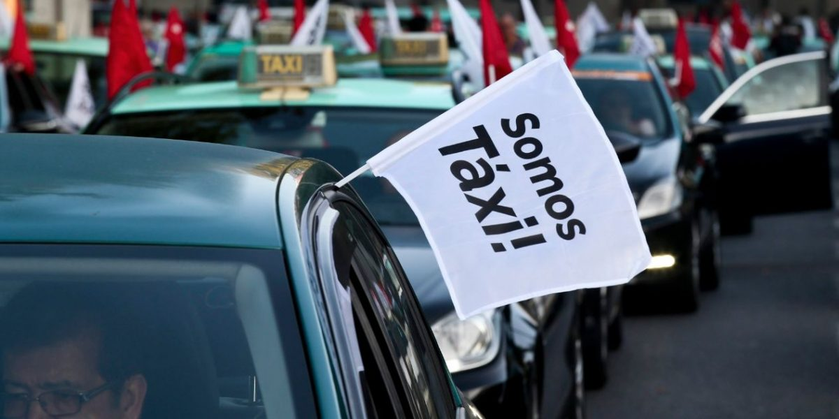 Corte Constitucional estudia demanda contra transporte de lujo