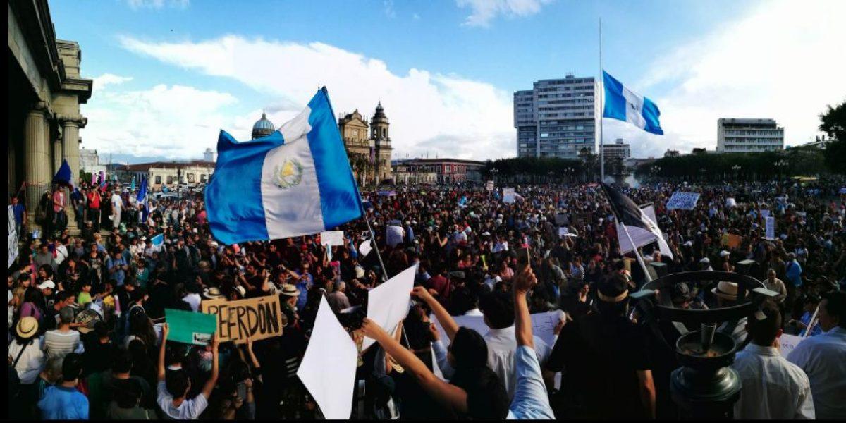 Entre luto e indignación cientos de guatemaltecos exigen justicia