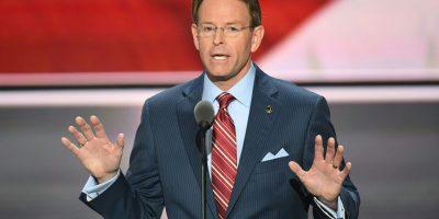 Karma: político que asegura que Dios castiga a los gays con desastres naturales perdió su casa tras