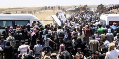 Miles de personas huyen a Turquía escapando de la violencia de ISIS Foto:AFP