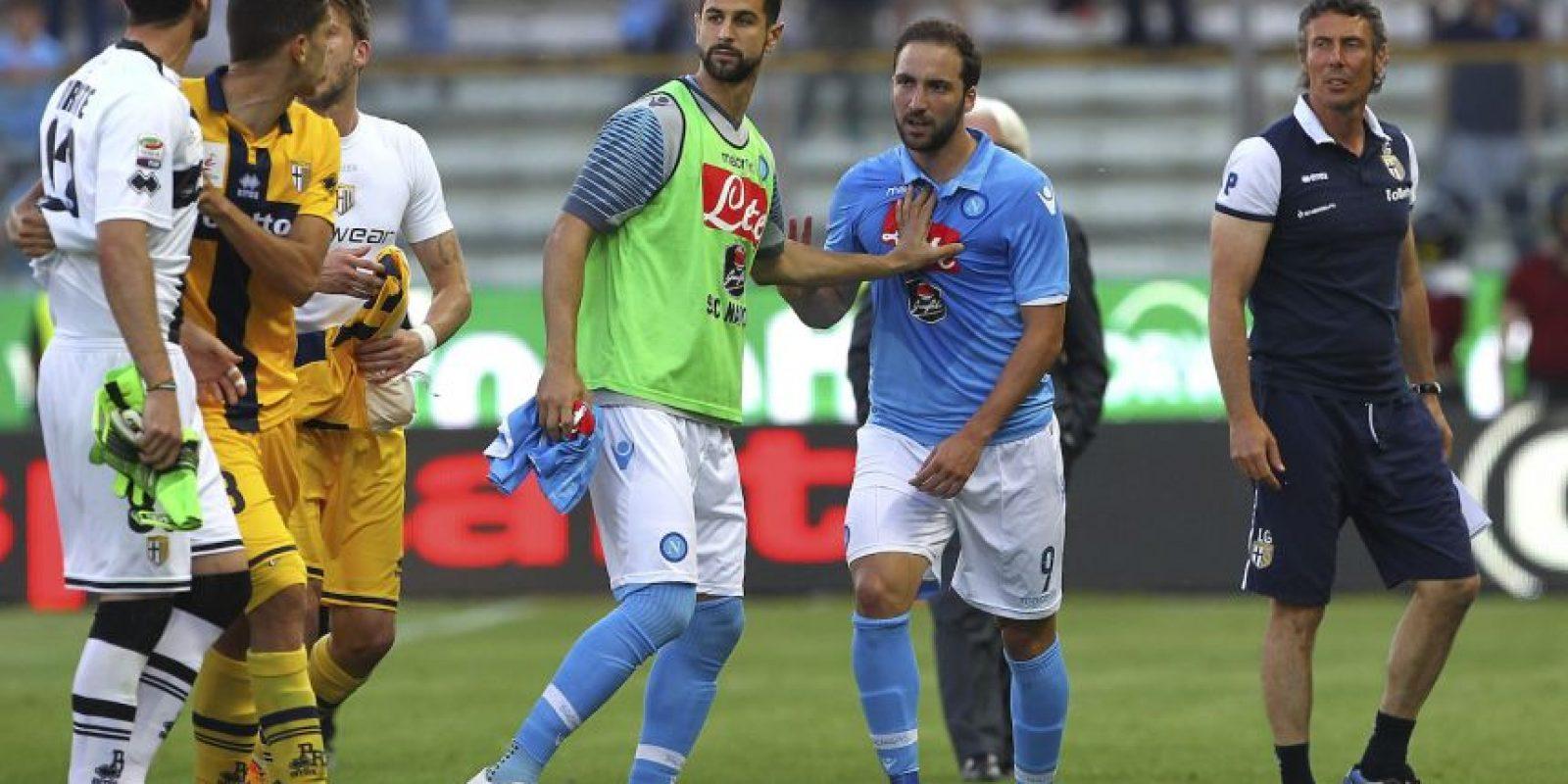 El pasado 10 de mayo, Napoli se enfrentó al Parma y la nota la dieron Gonzalo Higuaín y el portero Antonio Mirante. Foto:Getty Images