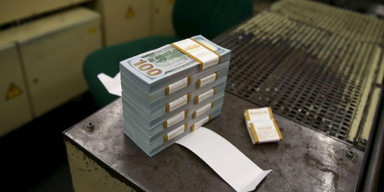 """""""Entraba al banco y esperaba en la línea. Llegaba con el cajero y le entregaba una nota para que me diera sus billetes de 50 y 100 dólares"""" Foto:Getty Images"""