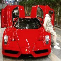 Floyd Mayweather con su Enzo Ferrari en enero pasado. Foto:instagram.com/floydmayweather