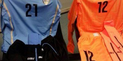 Los uniformes de Uruguay. Foto:twitter.com/CA2015