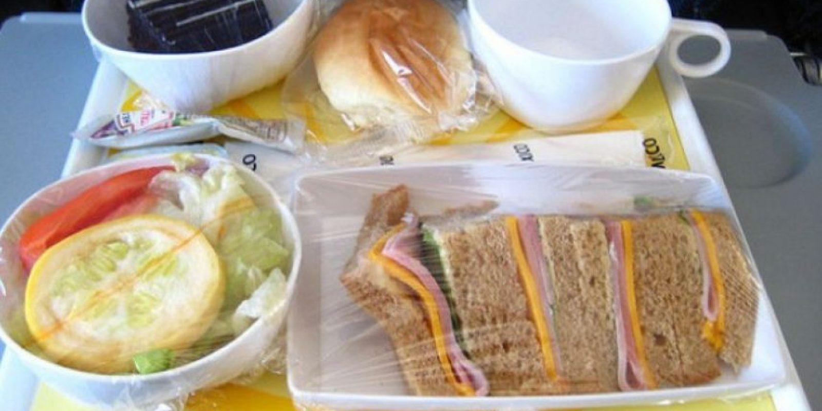 7. Desayuno de sándwich de jamón y queso, ensalada y pastel de chocolate como postre. Foto:Foto: Vía Flickr: 71926212@N00 /Creative Commons