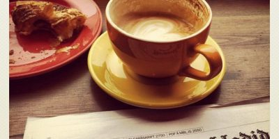 Siempre que vayan a Starbucks y todo eso, fotografíense tomando café, preferiblemente con un libro interesante al lado. Así se verán profundos e intelectuales. No se les olvide: #coffeelover. Foto:vía Instagram