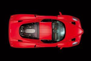 El automóvil 400 fue subastado para apoyar a las víctimas del tsunami de 2004 y rebasó el millón de dólares. Foto:Ferrari