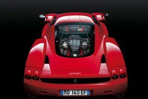 Está fabricado en fibra de carbono y aluminio. Foto:Ferrari