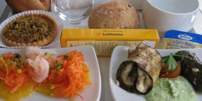 8. Mezze (pan árabe), ensalada y panecillos. Foto:Foto: Vía Flickr: dongkwan /Creative Commons