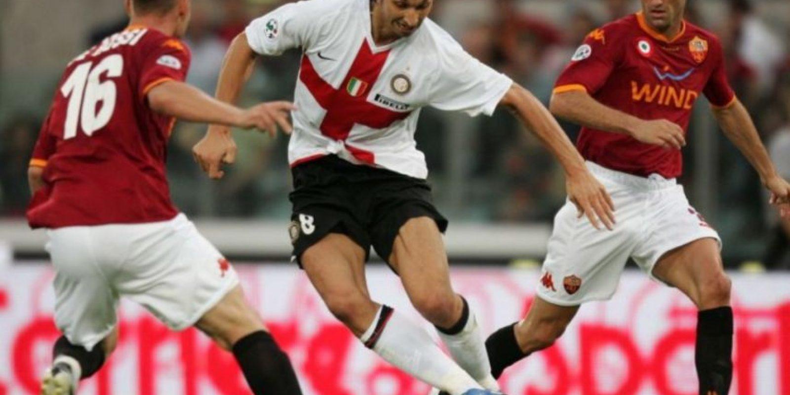 De ahí, pasó al Inter de Milán donde jugó de 2006 a 2009 y dio el salto internacional. Foto:Getty Images