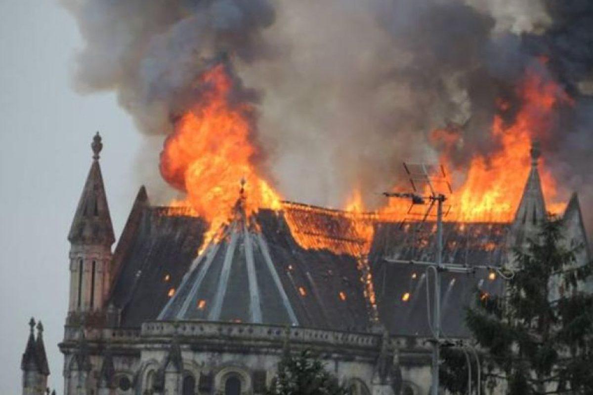 Se incendia una basílica en Francia. Foto:Vía Twitter @RadioCotedAmour