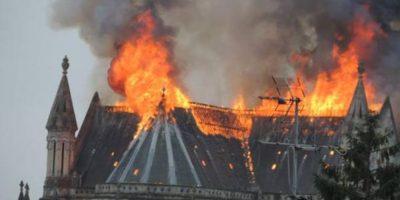 Gran incendio en basílica francesa