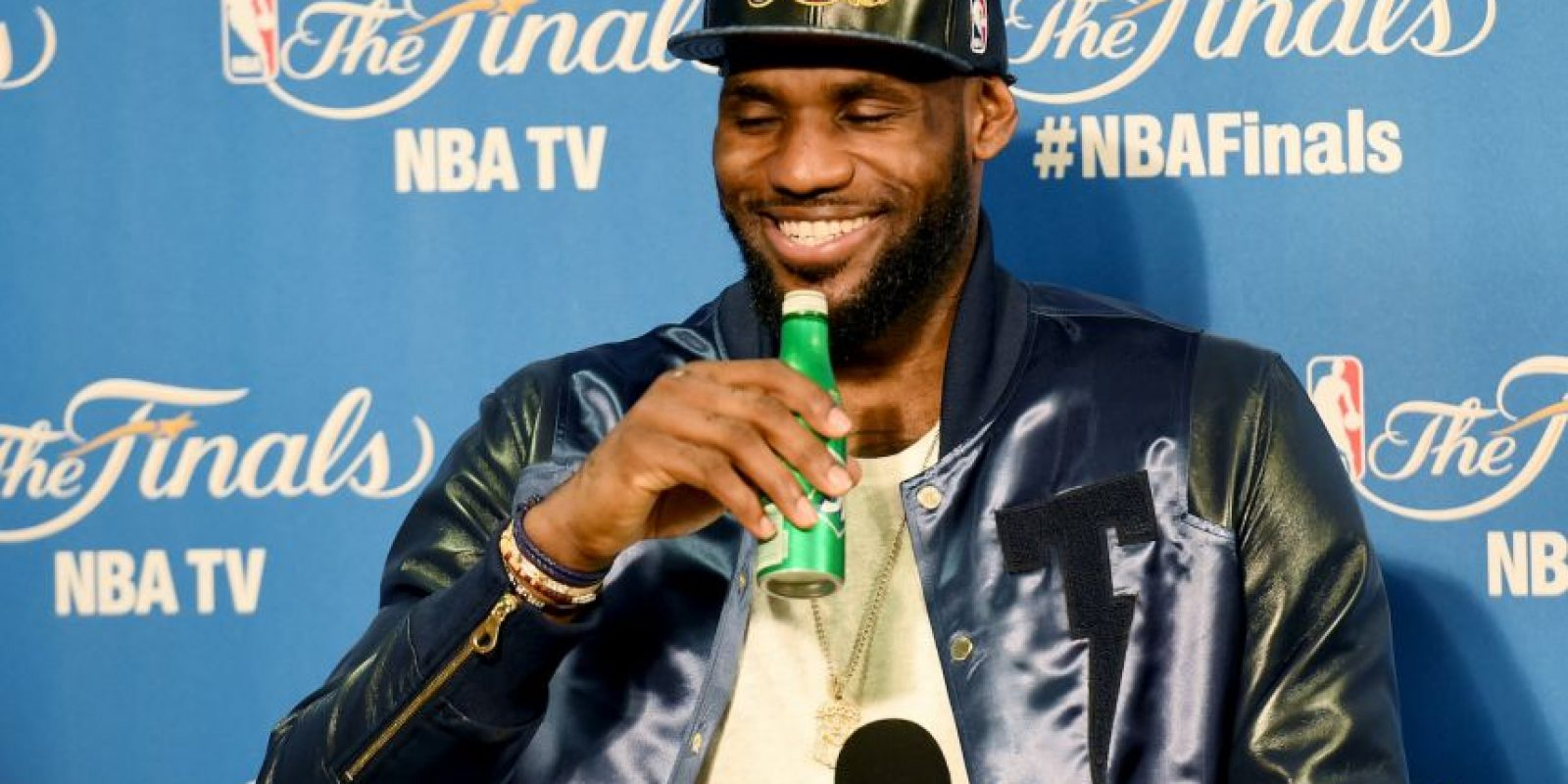 LeBron James lo tiene bien claro: A pesar de que tuvo una actuación soberbia en el cuarto juego ante los Golden State Warrios, su equipo fue derrotado, pero él sigue considerándose el mejor del mundo. Foto:Getty Images