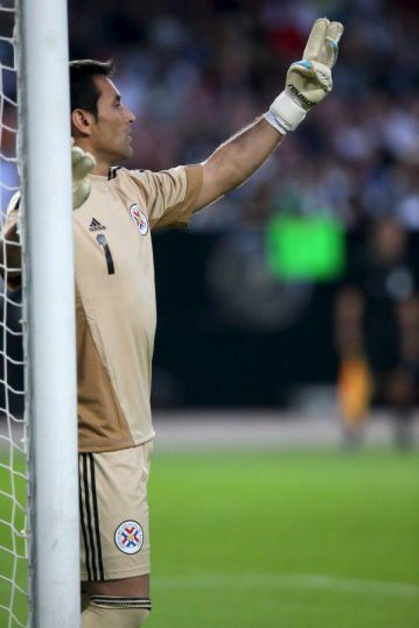 Justo Villar – 37 años. El arquero paraguayo es el futbolista más viejo del torneo; cumplirá 38 años el próximo 30 de junio Foto:Getty Images