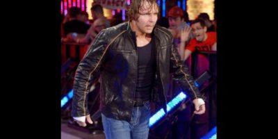 """Pero el """"Lunático"""" entró a escena para arruinar la celebración Foto:WWE"""